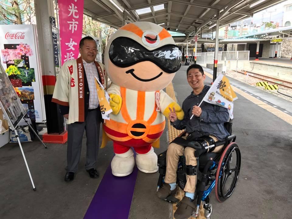 船越さんと3人でパシャリ(*^ω^*)ー 日光仮面と一緒に東武日光駅にいます。