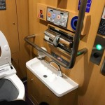 座ったままで 手洗いまで 出来るのと 足元にも 緊急装置がありました( ̄^ ̄)ゞ